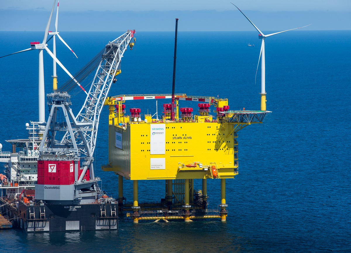 Plattform für Nordsee-Netzanbindung SylWin1 erfolgreich auf See installiert / Platform for SylWin1 North Sea grid connection successfully installed at sea